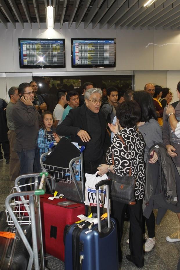 Caetano Veloso e fãs (Foto:  Delson Silva / AgNews)