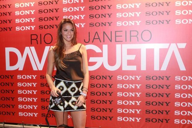 Bruna Marquezine estava sem aliança no camarote da Sony no show de David Guetta, no Riocentro (Foto: AgNews/Felipe Assumpção)