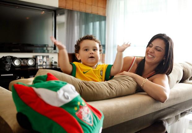 Daniela Cavalieri com o filho, Enzo (Foto: Marcos Serra Lima / EGO)