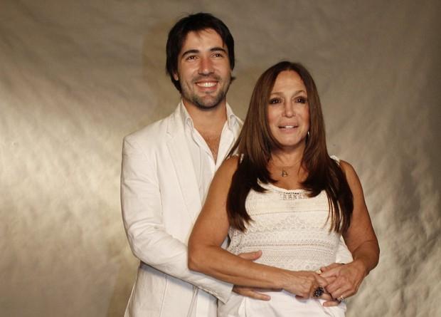 Susana Vieira e Sandro Pedroso na gravação do especial de Roberto Carlos (Foto: Isac Luz / EGO)