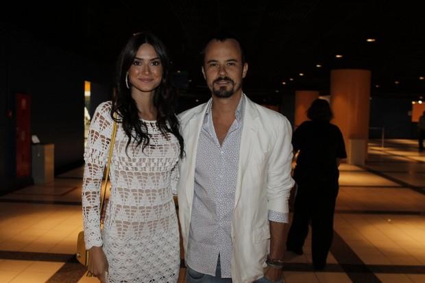 Thaila Ayala e Paulo Vilhena na gravação do especial de Roberto Carlos (Foto: Isac Luz / EGO)