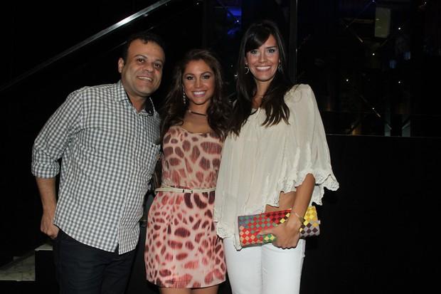 Ex-BBBs Daniel, Maria Melilo e Talula em bar em São paulo (Foto: Amauri Nehn/ Ag. News)