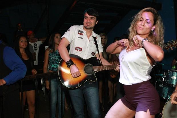 Ex-BBB Lia Khey dança em boate no Rio (Foto: Marco Macedo/ Divulgação)