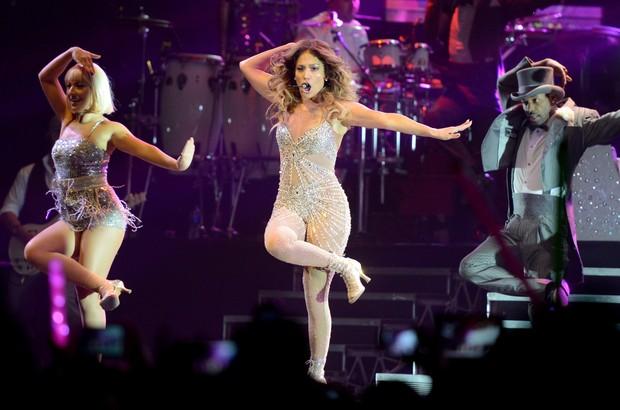 Jennifer Lopez faz show em Xangai, na China (Foto: AFP)