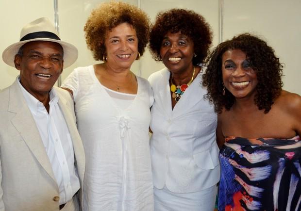 Antonio Pitanga, Angela Davis, Beneditta e Zeze Motta no prêmio Mario Gusmão na Bahia (Foto: Staff Company/Divulgação)