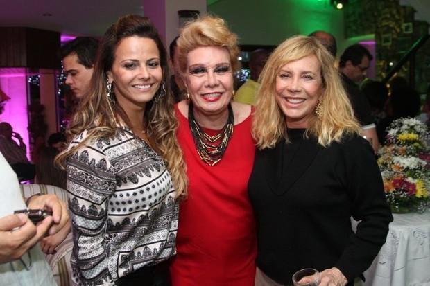 Viviane Araújo, Rogéria e Arlete Salles no aniversário de Alcione no Rio (Foto: Anderson Borde/ Ag. News)