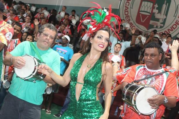 Carla Prata na quadra da Grande Rio (Foto: Rodrigo dos Anjos / AgNews)