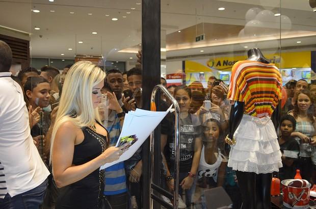 Aryane Steinkopf em inauguracao de loja (Foto: Rodrigo Sauzo/BDR/Divulgação)