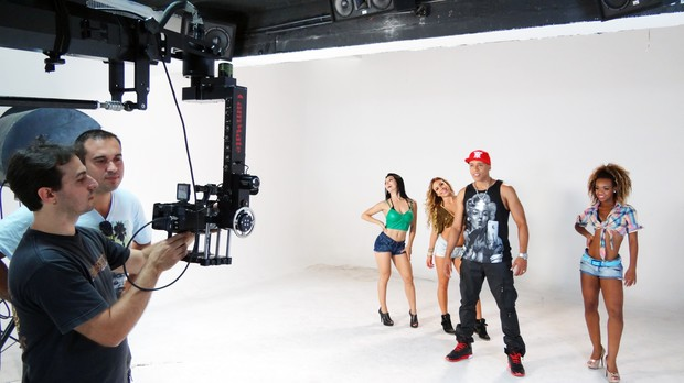 Koringa gravando o clipe da música 'Dança Sensual', que está na trilha de 'Salve Jorge' (Foto: Divulgação/Divulgação)