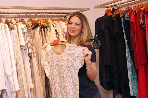 Sheila Mello esteve em uma tarde de compras na Zazou Moda Gestante, na Vila Olímpia, SP (Foto: Isabel Asckar / Divulgação)