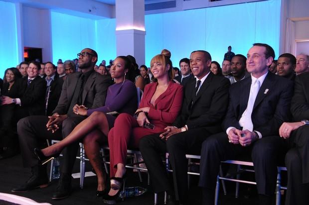 LeBron James, Savannah Brinson, Beyonce e Jay-Z  em premiação em Nova York, nos Estados Unidos (Foto: Michael Loccisano/ Getty Images/ Agência)