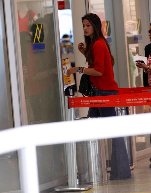 Bruna Marquezine no aeroporto (Foto: Alice Silva  / AgNews)