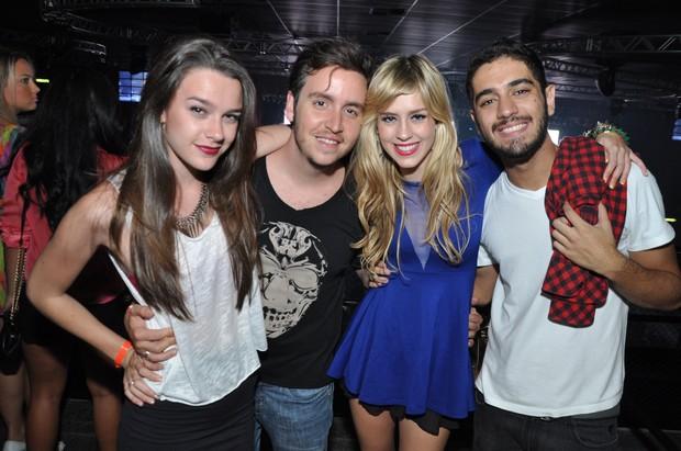 Mariana Molina, Wagner Santisteban,  Sophia Abrahão e Miguel Rômulo em casa de espetáculos no Rio (Foto: Bruno Henrique/ Divulgação)