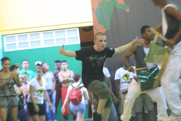 Rocco, filho de Madonna, dança com o AfroReggae (Foto: Foto Rio News)