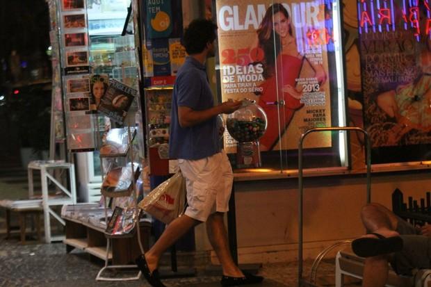 Paulo Rocha circula pelas ruas do Leblon, no Rio (Foto: Rodrigo dos Anjos/AgNews)