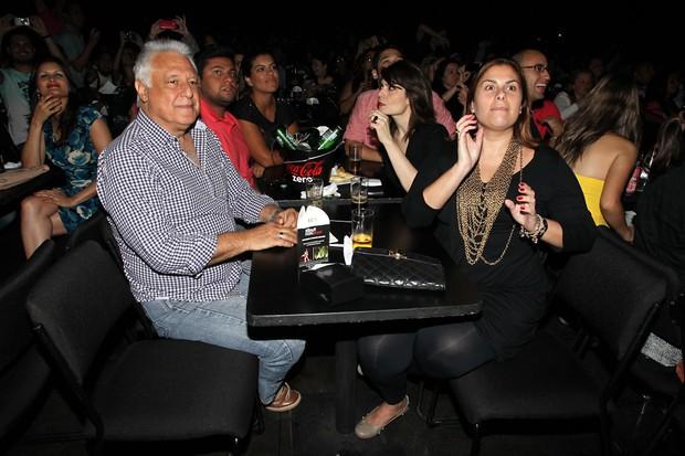 Antonio Fagundes assiste show com os filhos e a atriz Arieta Correa- (Foto: Manuela Scarpa/Foto Rio News)