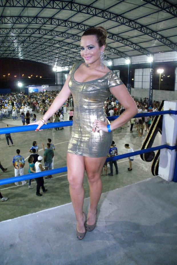 Geisy Arruda na quadra da escola paulista Águias de Ouro (Foto: Paduardo/AgNews)