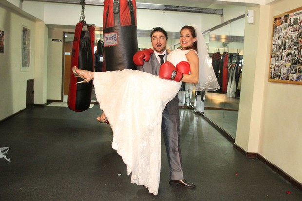 Nívea Stelmann posa de noiva com Maurício Machado (Foto: Fábio Martins/Agnews)