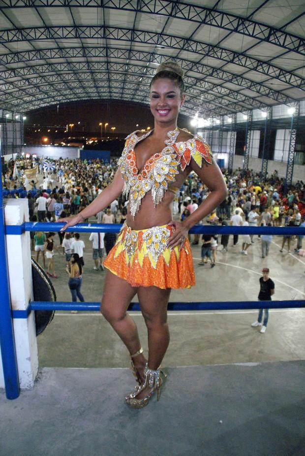 Milena Nogueira, rainha de bateria da Águias de Ouro (Foto: Paduardo/AgNews)