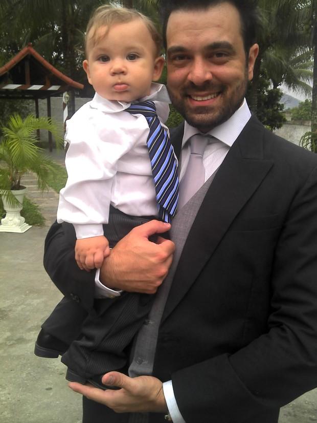 Gabriel com o pai, Bruno de Andrade (Foto: Divulgação/Priscila Pires)