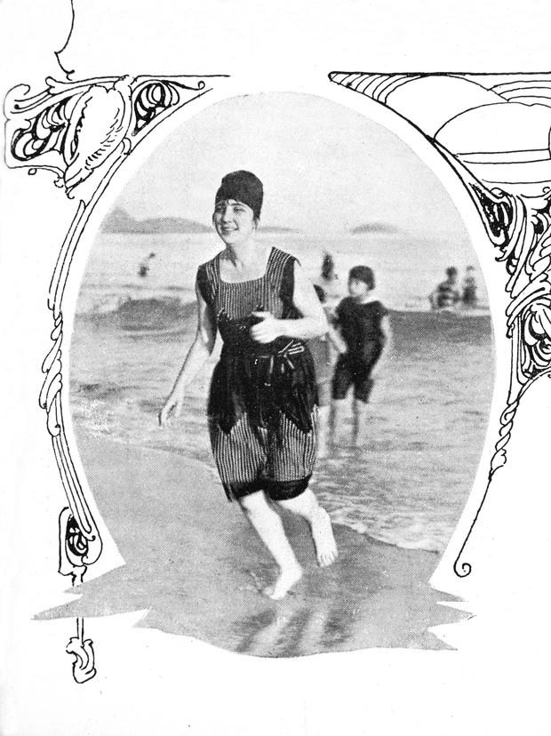 Banhista na praia de Copacabana  1919 - crédito Revista da Semana (Foto: Divulgação)