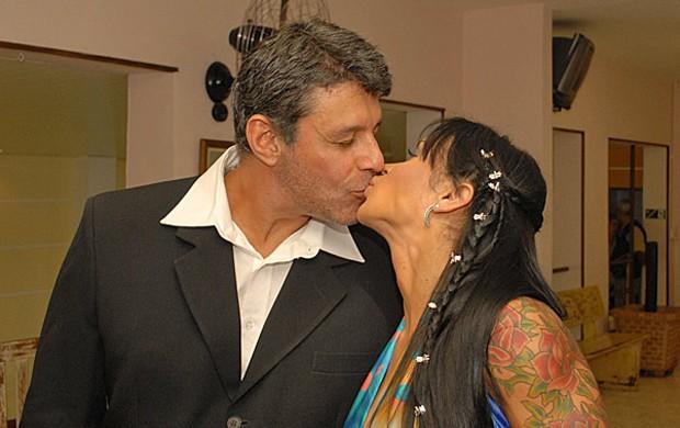 O beijo dos noivos (Foto: Divulgação)
