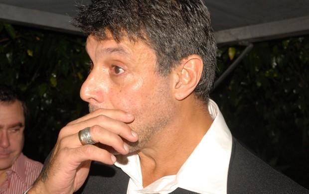 Alexandre Frota se emociona em seu casamento com Fabiana Rodrigues (Foto: Ricardo Vait / Divulgação)
