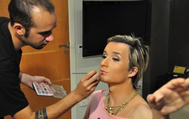 Serginho se prepara para encarnar Paris Hilton (Foto: Aline Barberá/Divulgação)