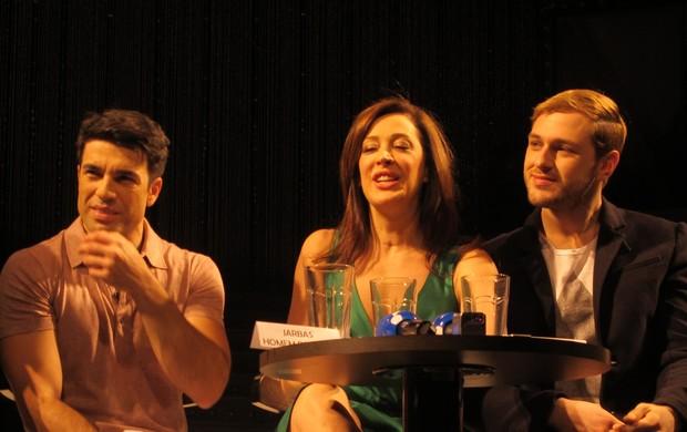 O diretor José Possi Neto e as estrelas da peça 'Cabaret': Claudia Raia e Guilherme Magon (Foto: Adriana Nogueira/EGO)