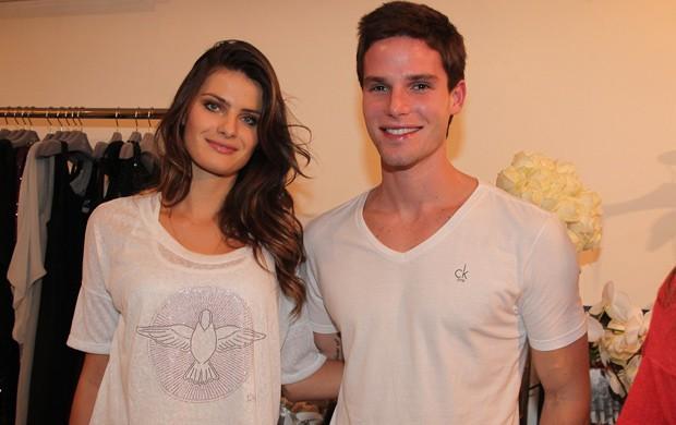 Jonatas Faro e Isabeli Fontana comparecem em inauguração de loja em SP (Foto: Manuela Scarpa / Photo Rio News)