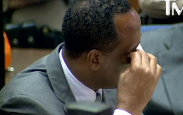 Conrad Murray, médico de Michael Jackson, chorando em seu julgamento (Foto: Reprodução / TMZ)