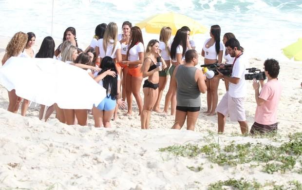 Dani Bananinha grava com as Musas do Brasileirão (Foto: Delson Silva/Agnews)