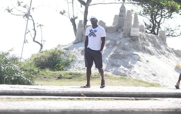 Willians, jogador do Flamengo, passeia no Rio (Foto: Delson Silva/Agnews)
