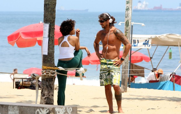 Sheron Menezzes e o namorado, Saulo Bernard (Foto: Gil Rodrigues / Photo Rio News)
