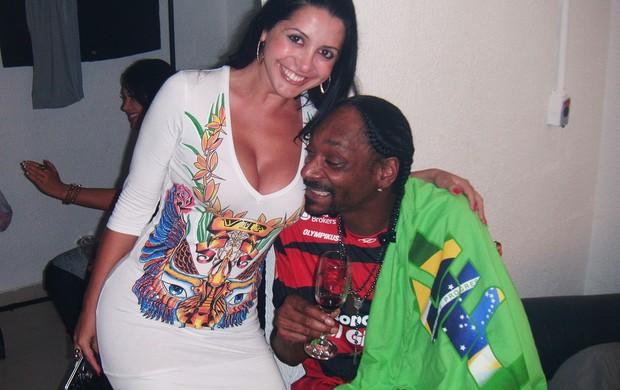 Snoop Dogg e Morena da Laje (Foto: Rodrigo Sauzo/R&B)
