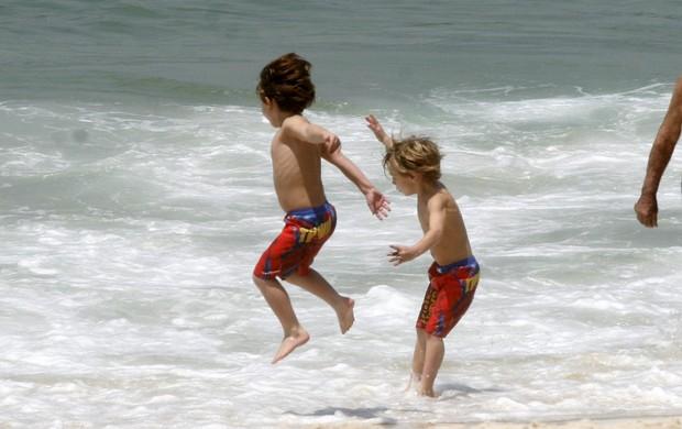 Filhos de Britney Spears no RJ (Foto: Edson Teófilo e Gil Rodrigues/Photorio News)