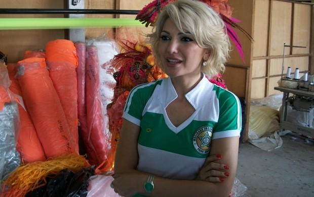 Antonia Fontenelle no barracão da Mocidade Independente de Padre Miguel (Foto: Divulgação)
