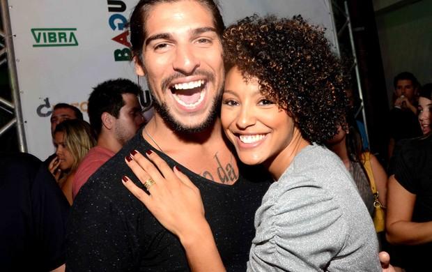 Sheron Menezzes e o namorado Saulo Bernard (Foto: Ari Kaye / Divulgação )