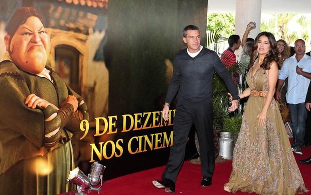 "Antonio Banderas e Salma Hayek chegam à pré-estreia de ""Gato de botas"" (Foto: Manuela Scarpa/Photorionews)"