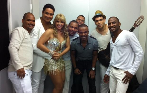Carla Perez, Alexandre Pires e Harmonia do Samba (Foto: Reprodução/Twitter)