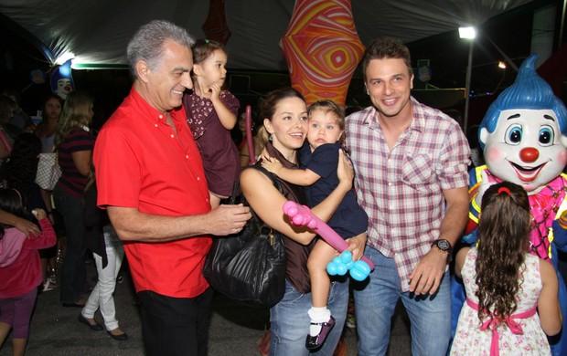 Bianca Rinaldi com as filhas, Beatriz e Sofia (Foto: Alex Palarea/ AgNews)
