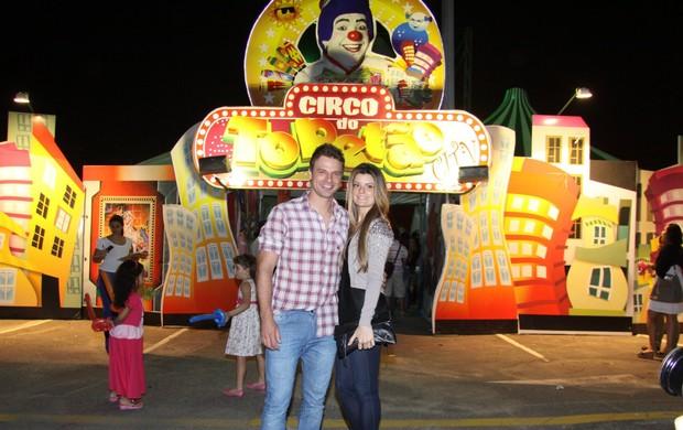 Cássio Reis com a namorada (Foto: Alex Palarea/ AgNews)