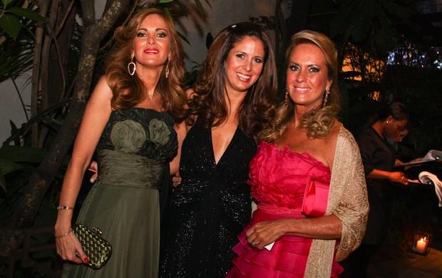 Helô Pinheiro com as filhas Kiki e Jo Pinheiro (Foto: Photorio News)