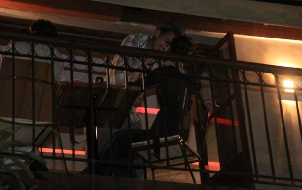 Nathalia Dill troca beijos com affair (Foto: Philippe Lima/Ag. News)