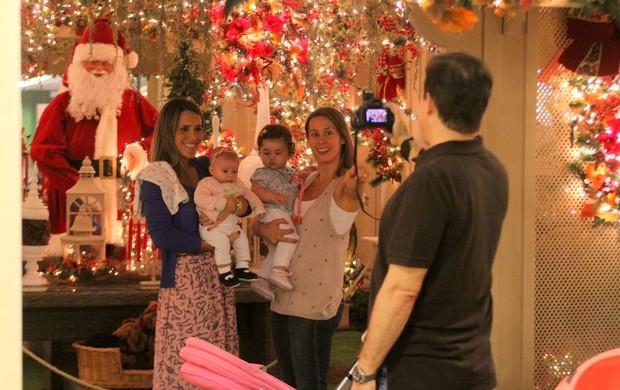 Fernanda Pontes e Dani Monteiro com as filhas (Foto: Daniel Delmiro/AgNews)
