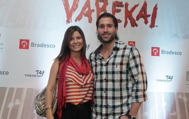 Bárbara Borges e o namorado no espetáculo 'Varekai', do Cirque du Soleil (Foto: Raphael Mesquita / Photo Rio News)
