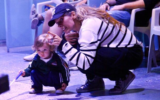 Adriane Galisteu com o filho (Foto: Manuela Scarpa/PhotoRio News)