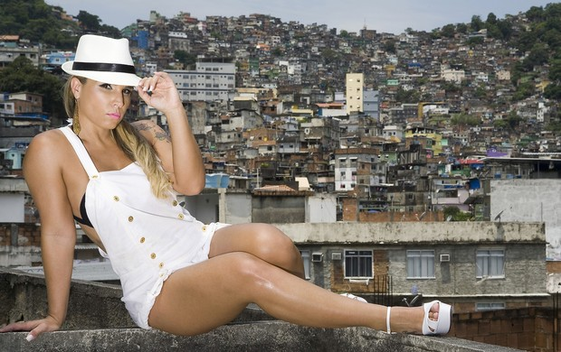 Taty Princesa Posa Na Rocinha Zona Sul Do Rio Foto Felipe Moreno