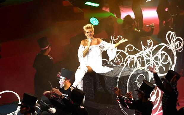 Xuxa chega no trenó (Foto: Iwi Onodera/EGO)