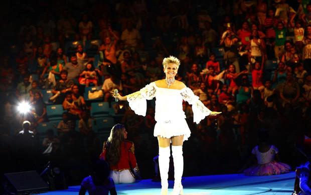 Xuxa canta seus sucessos em show beneficente (Foto: Iwi Onodera/EGO)